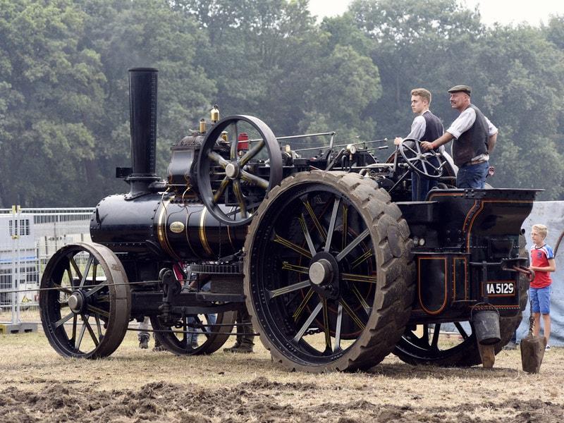 Oldtimer John Fowler Tractoren IHF Panningen Stoom Plough